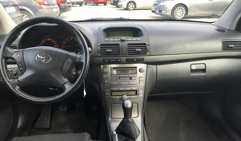 Toyota Avensis lleno